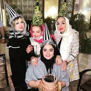نرگس محمدی با لباس آستین کوتاه و لاک قرمز در مهمانی/ بهاره رهنما، نیوشا ضیغمی، الهام حمیدی و نرگس محمدی در یک جشن+عکس