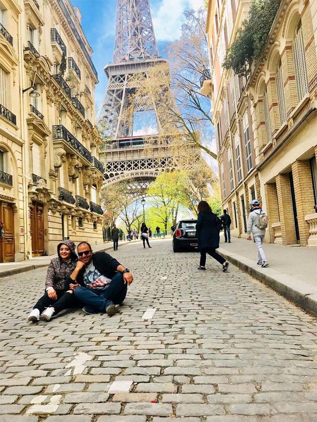 ژست عجیب و زشتِ علی اوجی و نرگس محمدی در پاریس + عکس