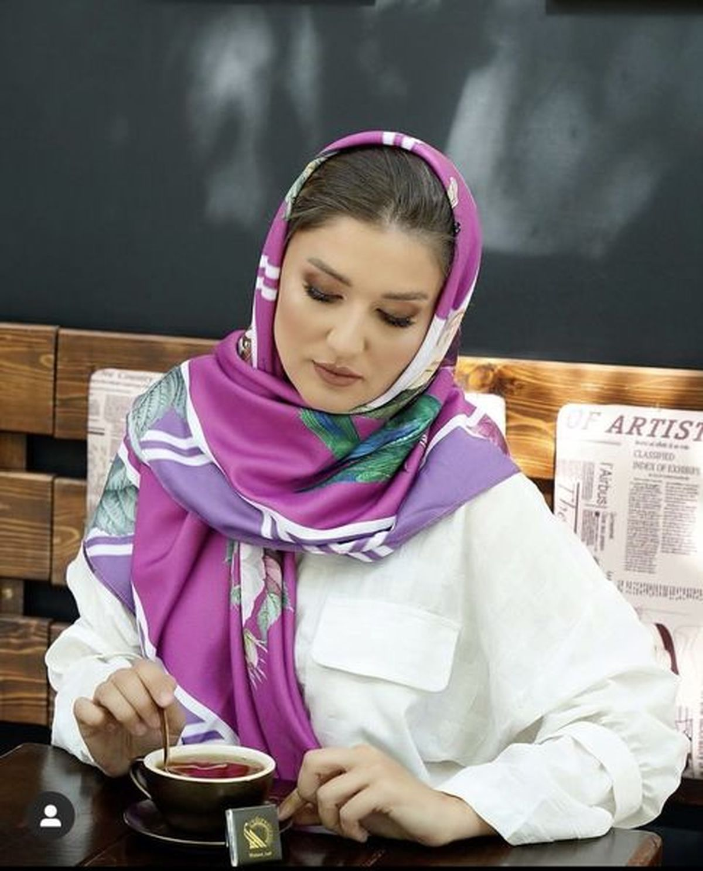 آرایش غلیظ همسر ساعد سهیلی در کافه + عکس