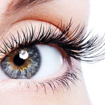 ۳ دلیل اصلی ریزش مژههای چشم