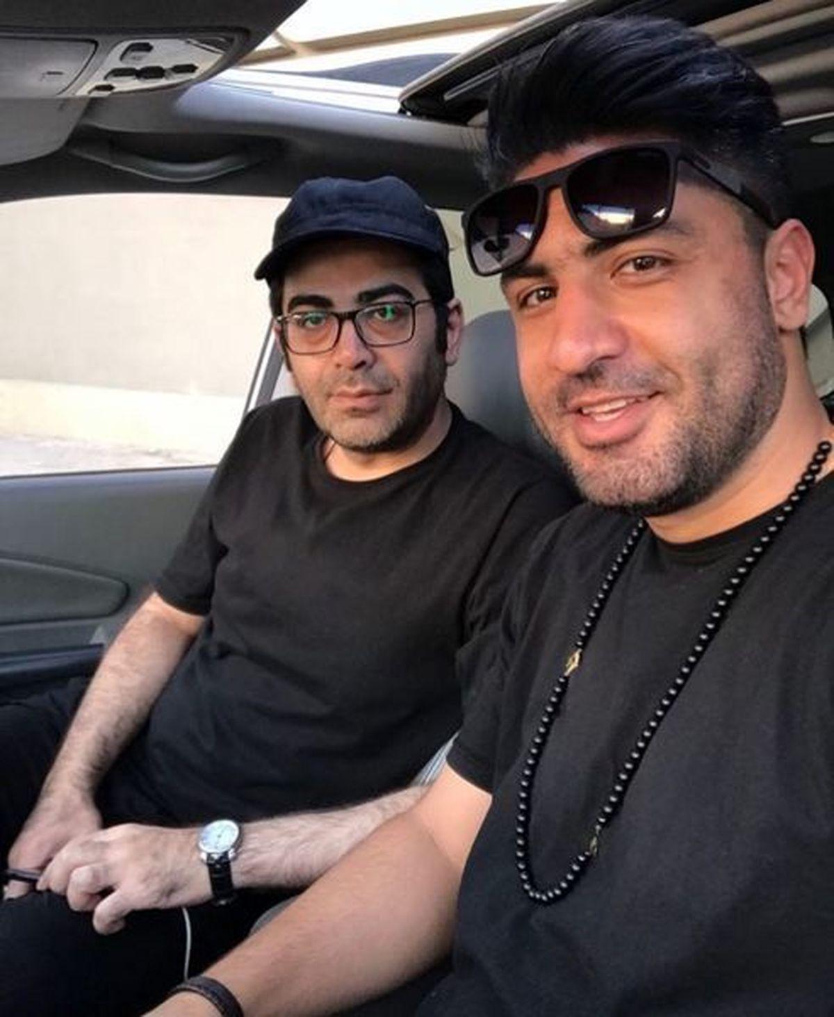 تیپ جنجالی فرزاد حسینی در خودروی لاکچری و گران قیمتش /عکس