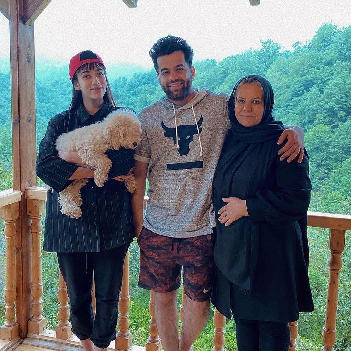 رضا بهرام و خواهر و مادرش در ویلای لوکسشان + عکس