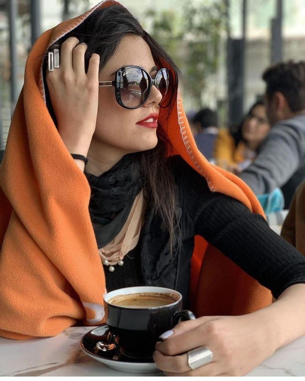 تیپ و ظاهر فشنِ ماهور الوند در کافه + عکس