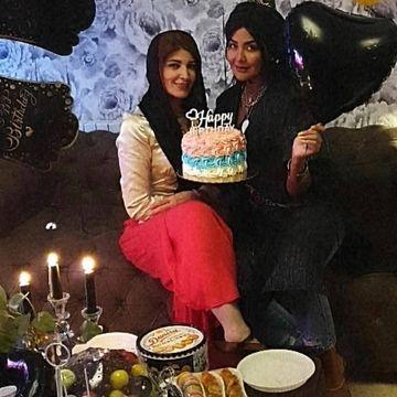 مریم معصومی با بولیز و دامن چسبان و کوتاه در جشن تولد / عکس