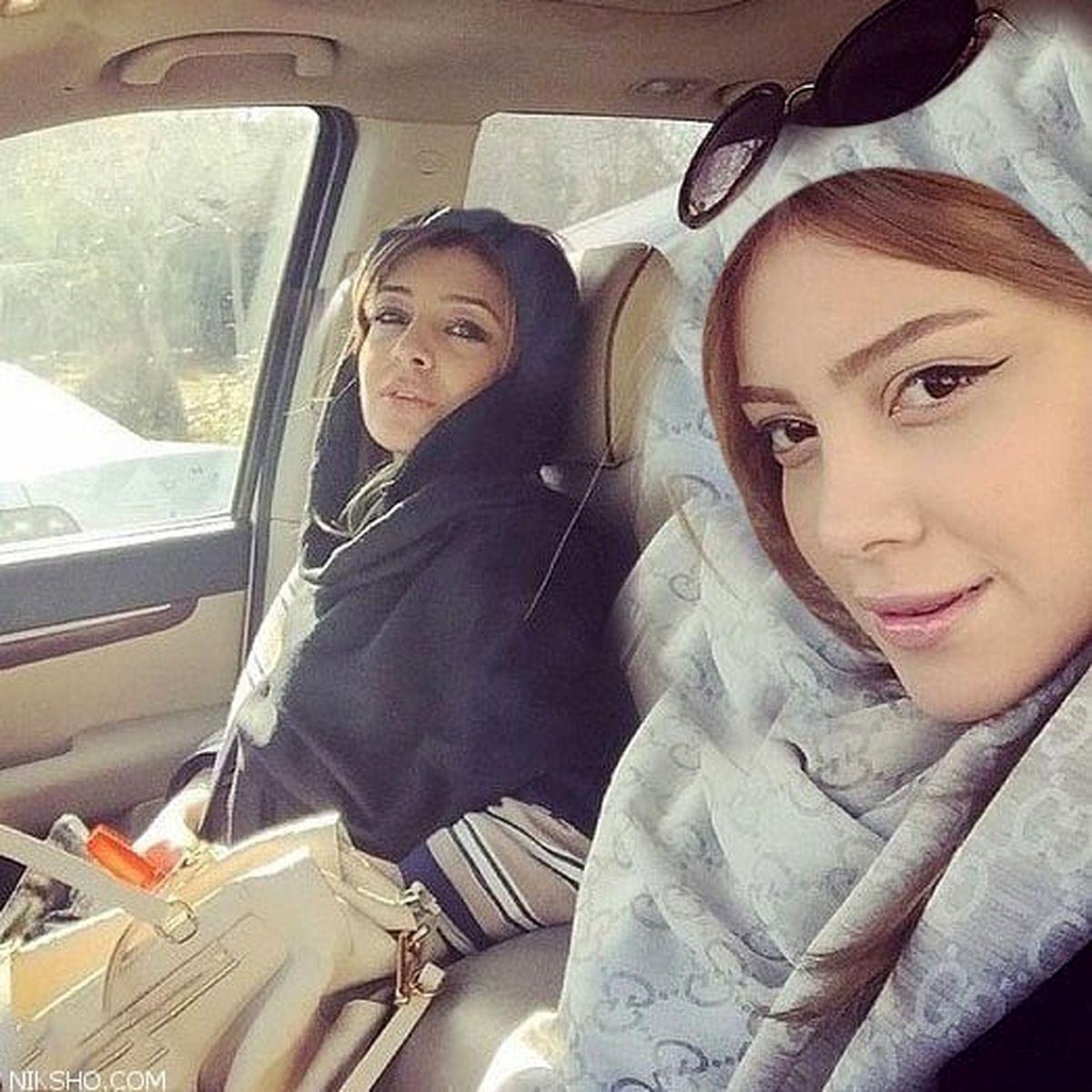خودروی میلیاردی ساره بیات و خواهرش در تهران / عکس