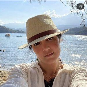 افسانه پاکرو بدون حجاب و با تیپ ناجور کنار دریا+عکس