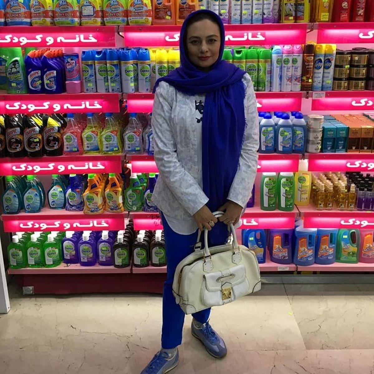 تیپ و چهره عجیب و غریب یکتا ناصر در فروشگاه +عکس