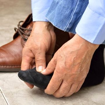 بیحسی یا گزگز پاها چه دلایلی دارد؟