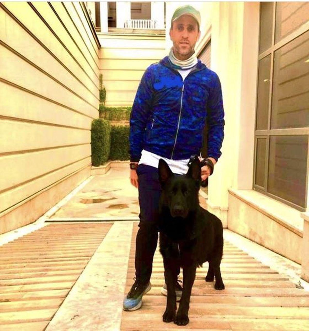 علی کریمی و سگ وحشتناکش در ویلای لاکچری اش + عکس