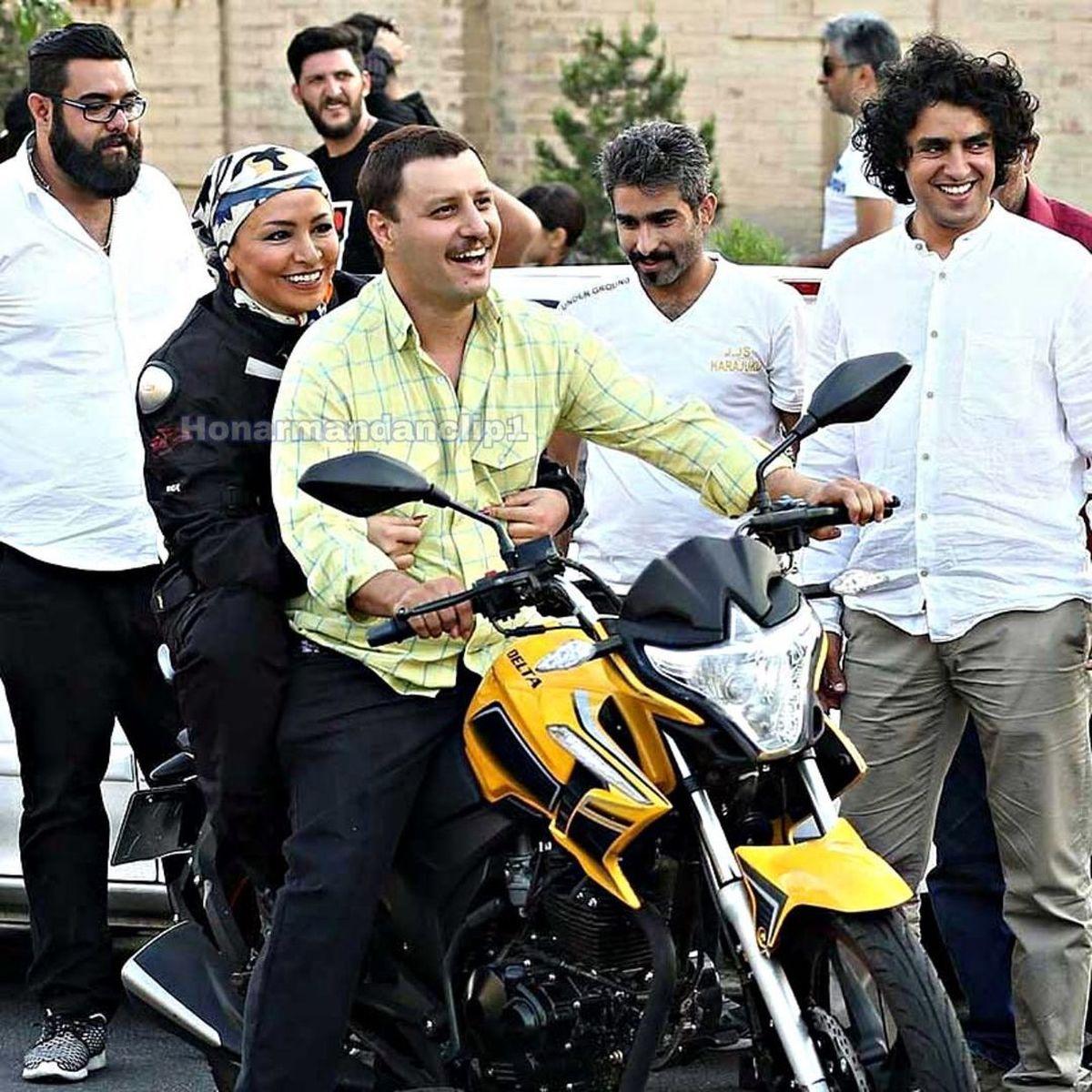 موتورسواری جواد عزتی با خانم بازیگر/ عاشقانه های مه لقا باقری و جواد عزتی+عکس