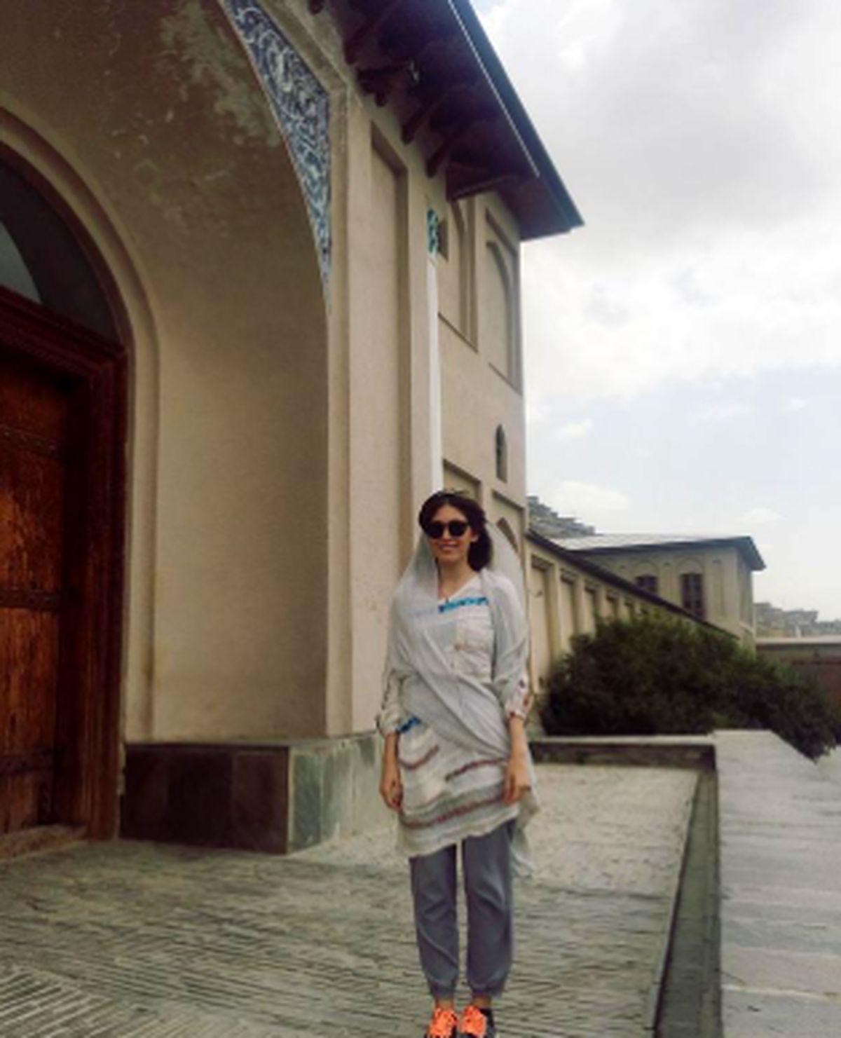 پیراهن و شلوار کوتاه فرشته حسینی در کابل + عکس