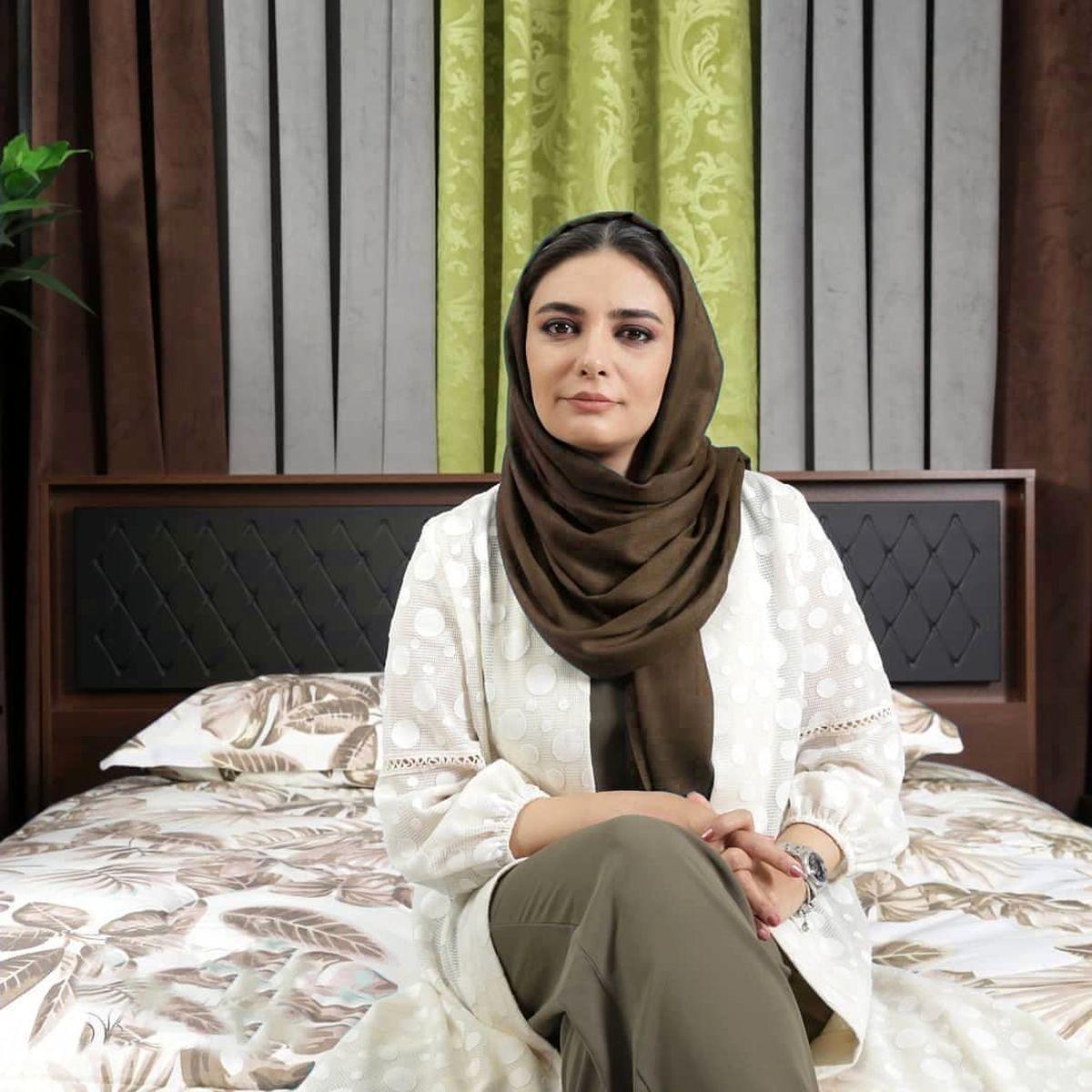 عکس تبلیغاتی و عجیب لیندا کیانی روی تختخواب !